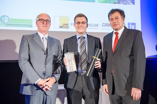 v.l.n.r.: Ing. Heinz Moitzi (AT&S), Dr. Martin Leitner, Rektor Wilfried Eichlseder